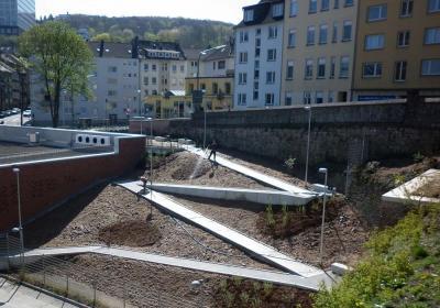 Wuppertal, Dessauer Straße: Barrierefrei wiedergenutzte Brachfläche in hochverdichteter Innenstadtrandlage